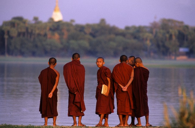 Myanmar (Burma), Mandalay, buddhist monks