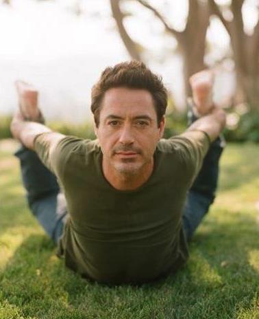 robert-downey-jr-yoga