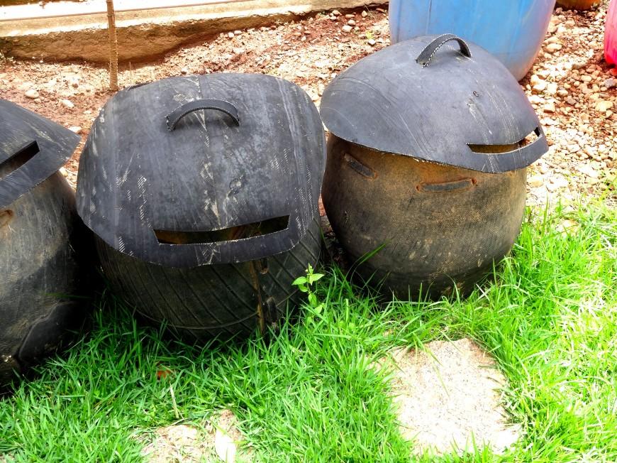 Coletores de lixo feitos de pneus