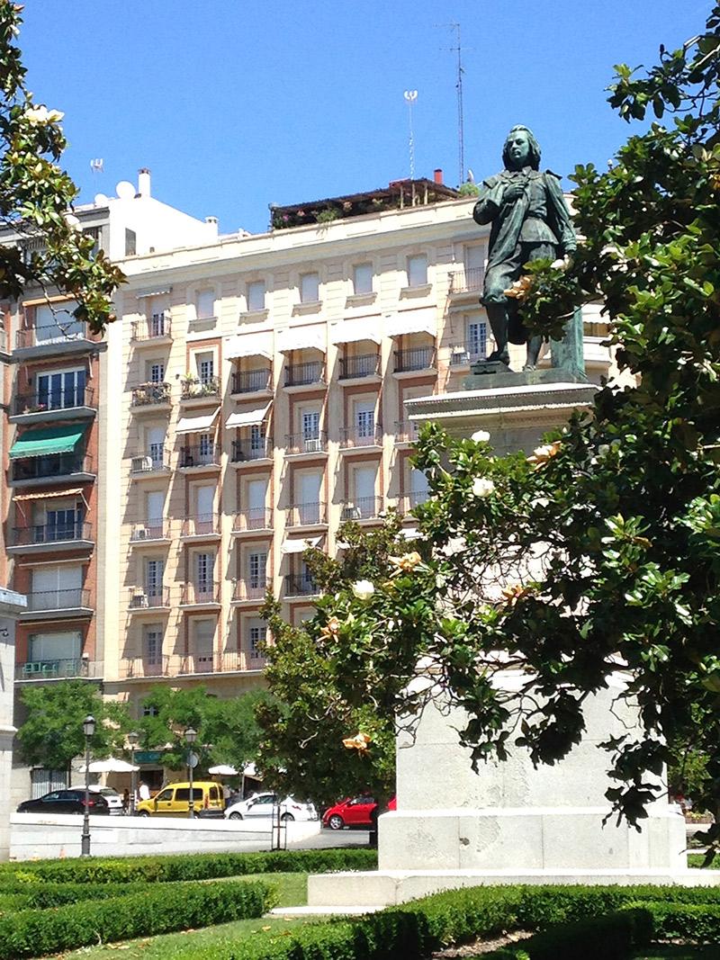 Plaza Murilo que liga o Real Jardim Botânico ao palácio do Museu do Prado